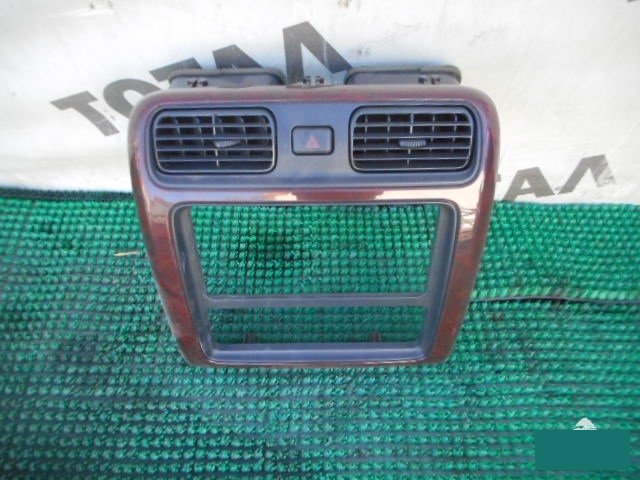 Консоль магнитофона Toyota Grand Hiace VCH16 5VZFE (б/у)
