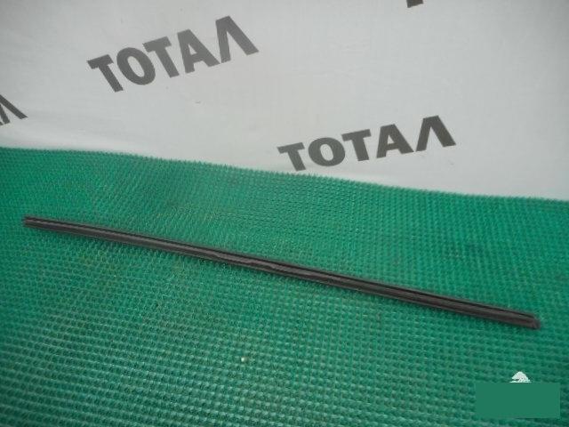 Молдинг лобового стекла Nissan Serena VNC24 YD25DDTI левый (б/у)