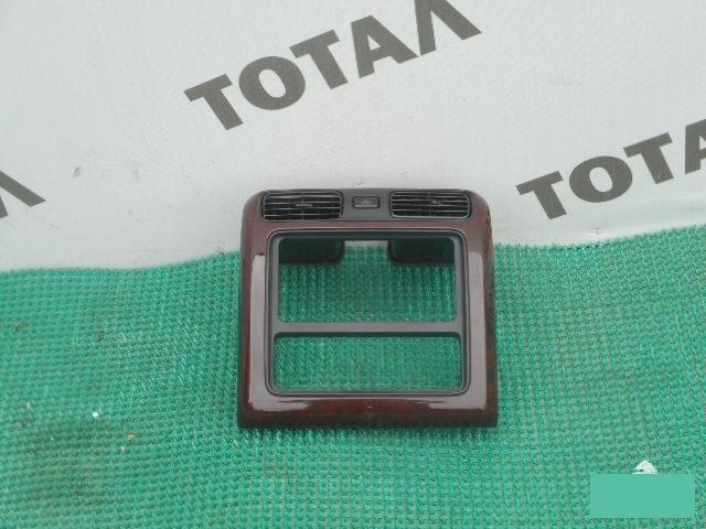 Консоль магнитофона Toyota Granvia VCH16 5VZFE 2001 (б/у)
