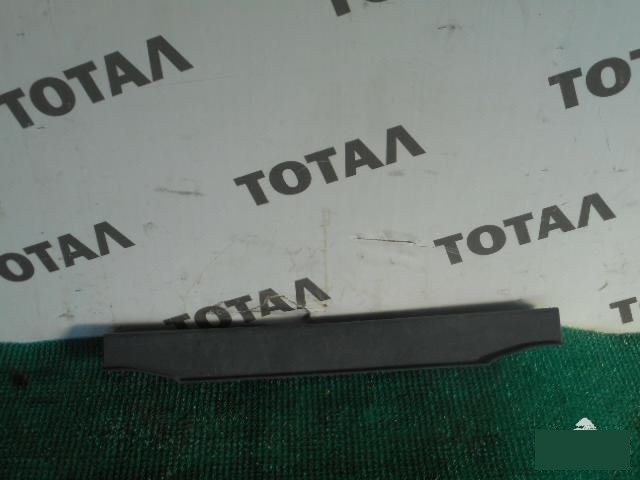 Планка под замок 5-й двери Toyota Sprinter Carib AE114 4AFE 1997 (б/у)