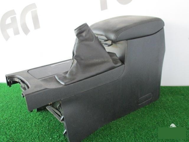 Бардачок между сиденьями Suzuki Kizashi RE91S J24B 2009 (б/у)