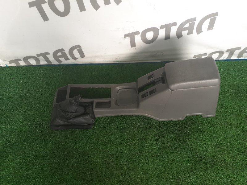 Бардачок между сиденьями Nissan Mistral R20 TD27T 1996 (б/у)