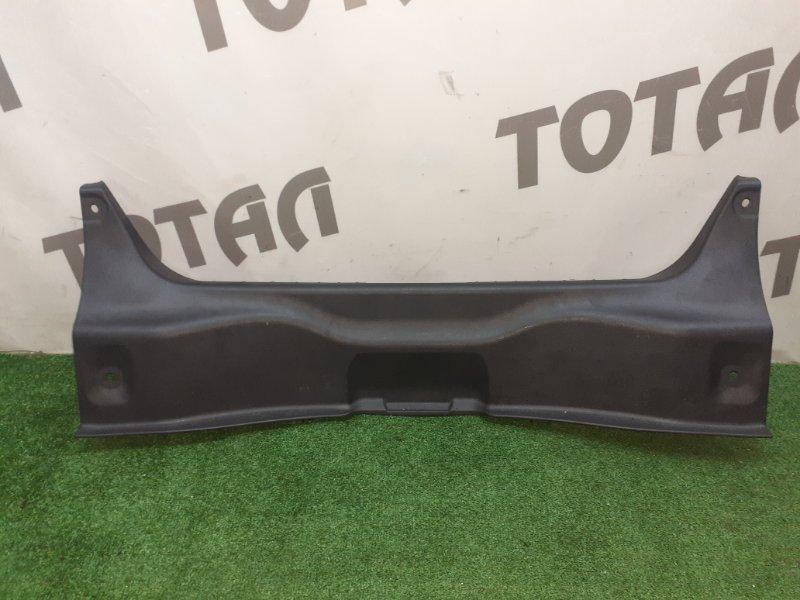 Планка под замок 5-й двери Nissan Teana PJ32 VQ35DE 2008 (б/у)