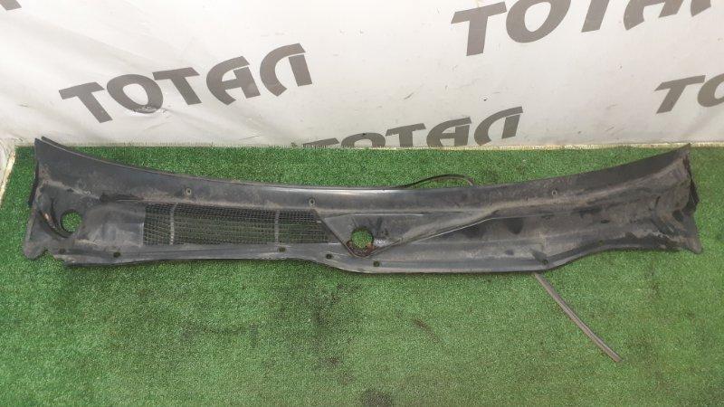 Решетка под лобовое стекло Nissan Laurel SC34 RD28 1996 (б/у)