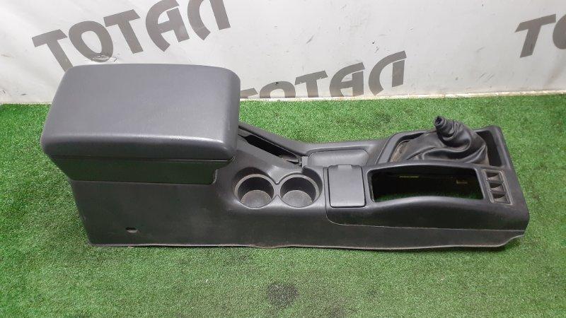 Бардачок между сиденьями Nissan Terrano Regulus JLR50 VG33E 1997 (б/у)