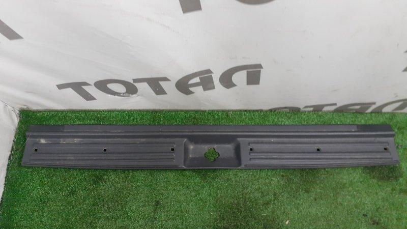 Планка под замок 5-й двери Nissan Terrano Regulus JRR50 QD32TI 1997 (б/у)