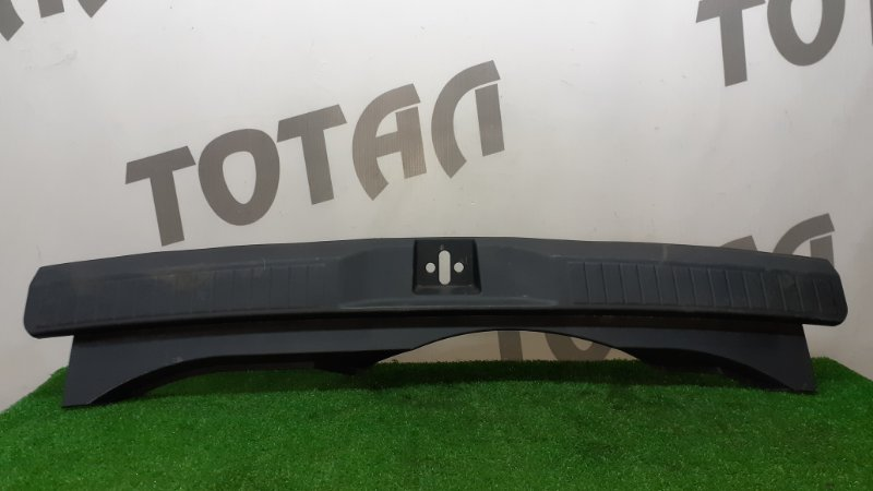 Планка под замок 5-й двери Honda Airwave GJ2 L15A 2007 (б/у)