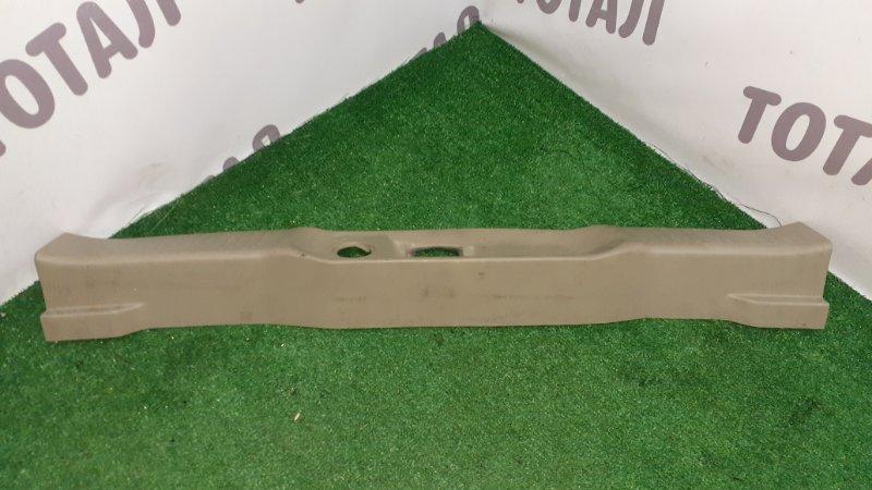 Планка под замок 5-й двери Nissan Bassara VNU30 YD25DDTI 1999 (б/у)