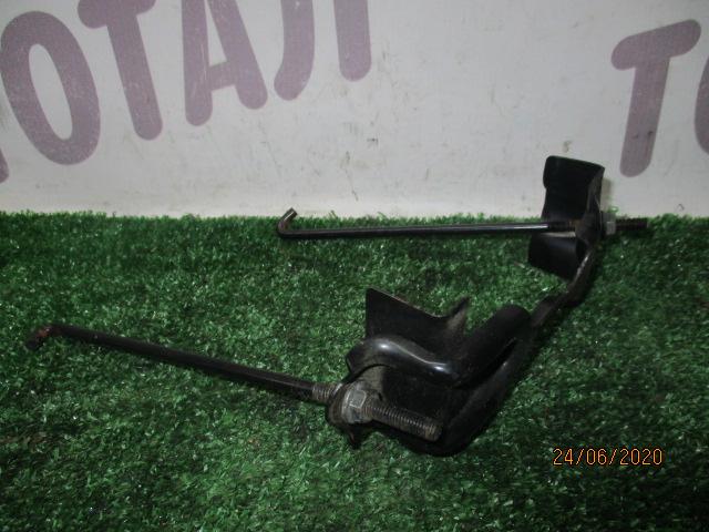 Крепление аккумулятора Nissan X-Trail TNT31 QR25DE 2007 (б/у)