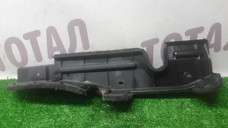 Дефлектор радиатора Toyota Kluger MHU28 3MZFE 2005 правый (б/у)