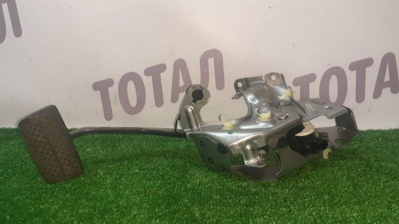 Педаль тормоза Honda Fit GP5 LEB 2015 (б/у)