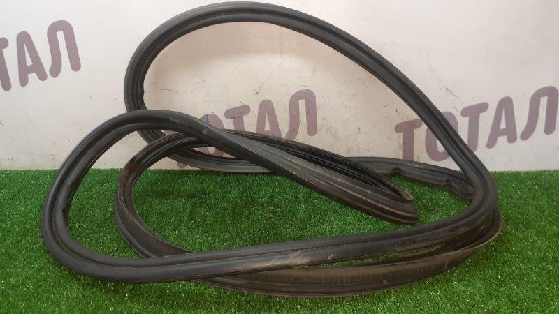 Уплотнительная резинка багажника Honda Airwave GJ2 L15A 2005 (б/у)