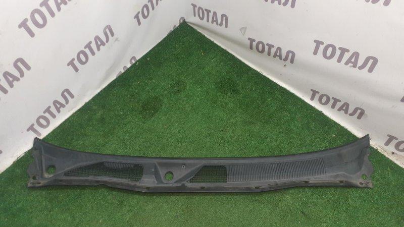 Решетка под лобовое стекло Nissan Elgrand AVWE50 QD32ETI 1997 (б/у)