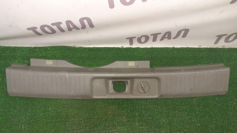 Планка под замок 5-й двери Nissan R'nessa N30 SR20DE (б/у)