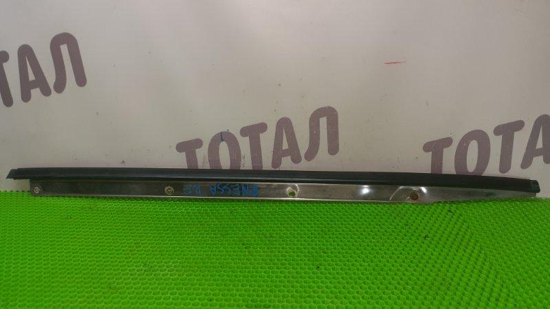 Молдинг лобового стекла Nissan R'nessa N30 SR20DE правый (б/у)
