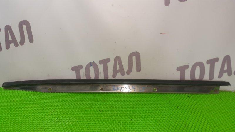 Молдинг лобового стекла Nissan R'nessa N30 SR20DE левый (б/у)