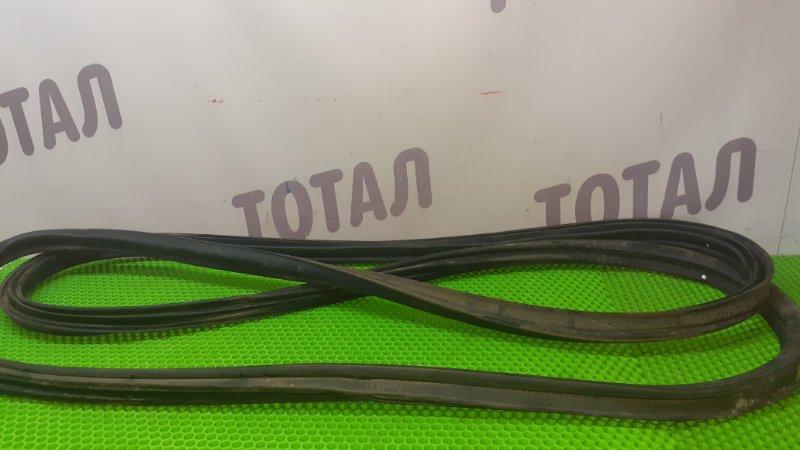 Уплотнительная резинка багажника Nissan X-Trail PNT30 SR20VET 2001 (б/у)