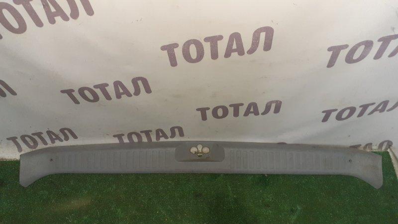 Планка под замок 5-й двери Mazda Bongo Friendee SGL5 WLT (б/у)