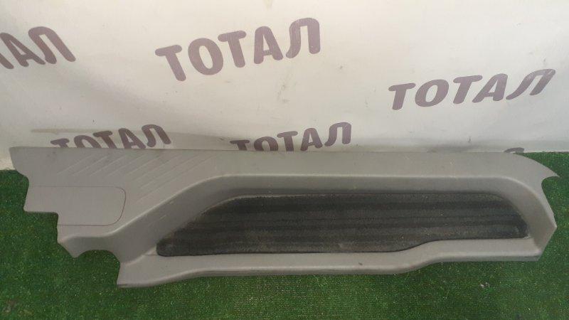 Подножка ,накладка на порог Toyota Estima GSR55 2GRFE 2007 задняя правая (б/у)
