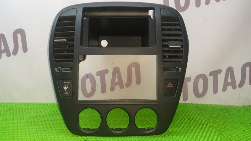 Консоль магнитофона Nissan Bluebird Sylphy KG11 MR20DE 2006 (б/у)
