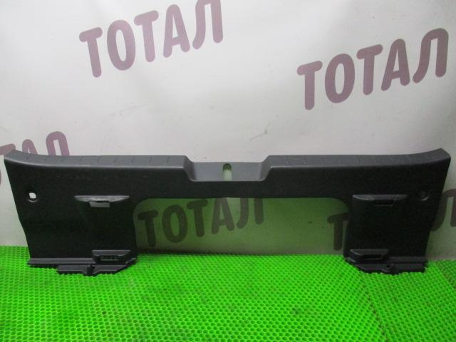 Планка под замок 5-й двери Toyota Vitz NCP95 2NZFE 2007 (б/у)