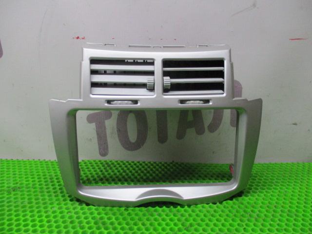 Консоль магнитофона Toyota Vitz NCP95 2NZFE 2007 (б/у)