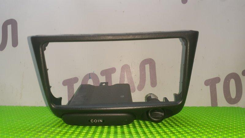 Консоль магнитофона Toyota Funcargo NCP25 1NZFE 2003 (б/у)