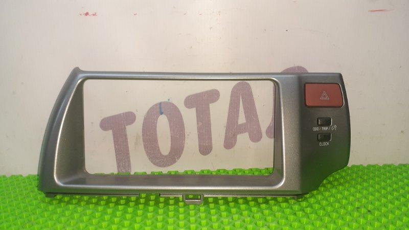 Консоль магнитофона Toyota Ractis NCP105 1NZFE 2007 (б/у)