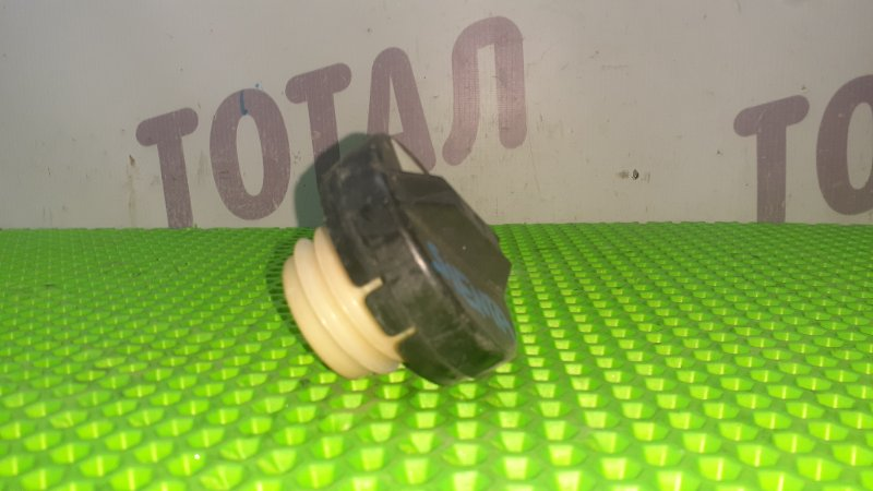 Пробка бензобака Toyota Sienta NCP85 1NZFE 2004 (б/у)