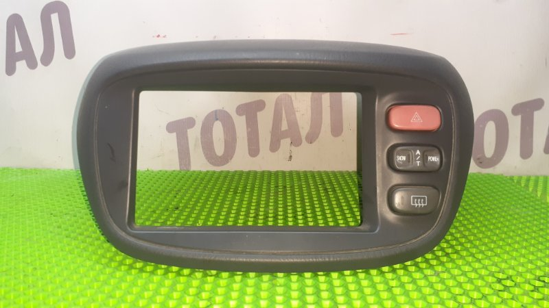 Консоль магнитофона Nissan Serena VC24 YD25DDTI 2001 (б/у)