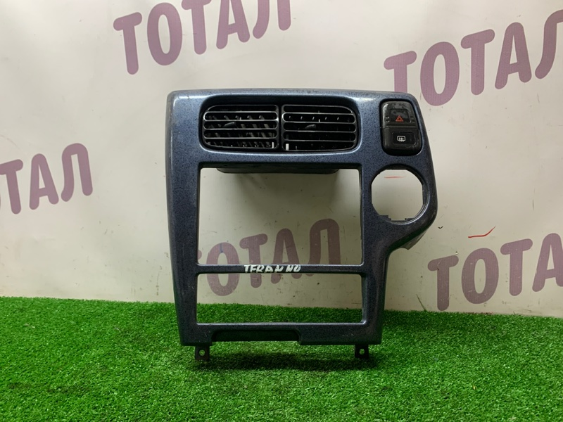 Консоль магнитофона Nissan Terrano Regulus JRR50 QD32TI (б/у)