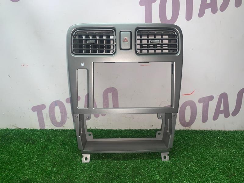 Консоль магнитофона Subaru Forester SG5 EJ205 2002 (б/у)