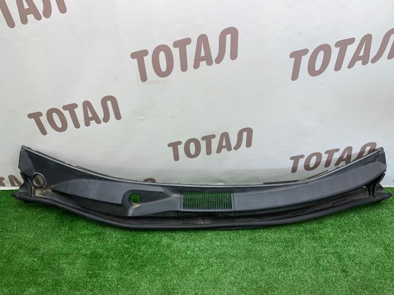 Решетка под лобовое стекло Toyota Noah AZR65G 1AZFSE 2004 (б/у)