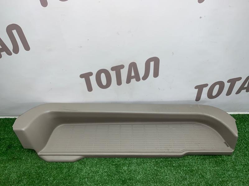 Подножка ,накладка на порог Toyota Noah AZR65G 1AZFSE 2004 задняя правая (б/у)