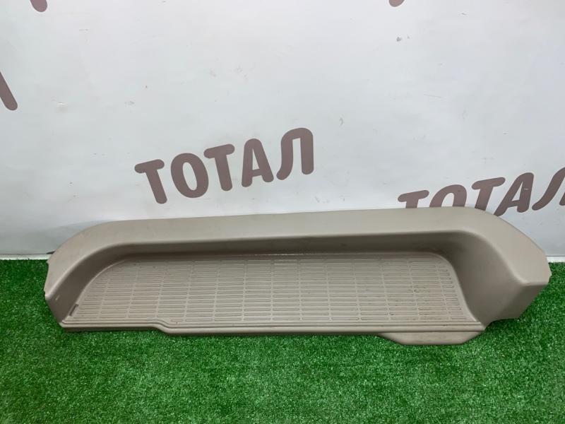 Подножка ,накладка на порог Toyota Noah AZR65G 1AZFSE 2004 задняя левая (б/у)