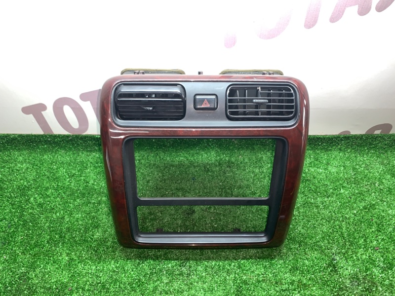 Консоль магнитофона Toyota Grand Hiace VCH16 5VZFE 2000 (б/у)