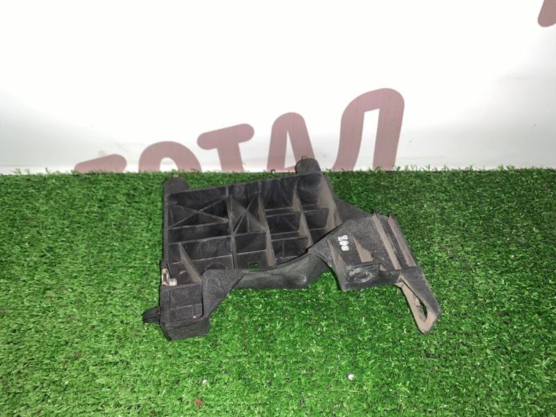 Крепление фары Nissan Presage VNU30 YD25DDTI 1998 правое (б/у)