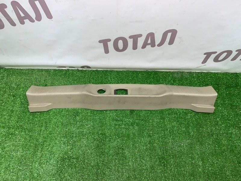 Планка под замок 5-й двери Nissan Bassara VNU30 YD25DDTI 1998 (б/у)