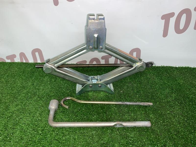Домкрат Nissan Presage VNU30 YD25DDT 1998 (б/у)