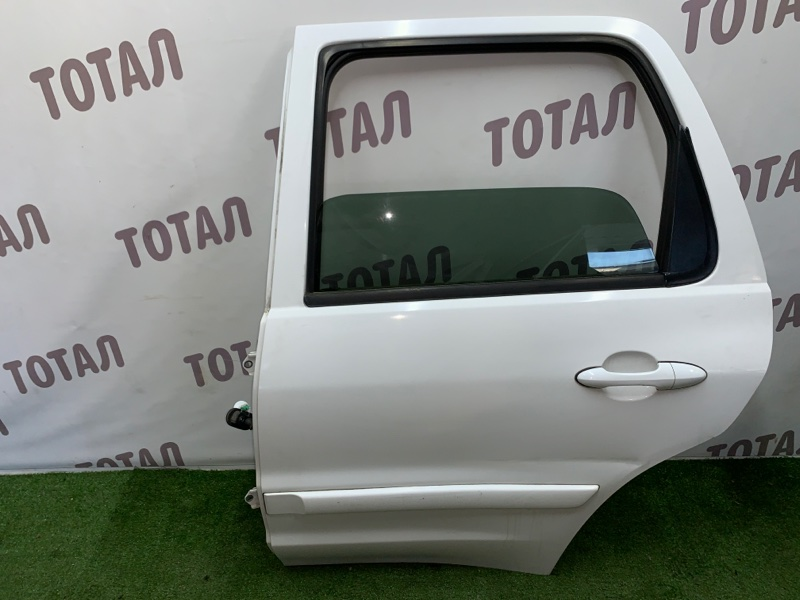 Дверь Mazda Tribute EPEW YF 2000 задняя левая (б/у)