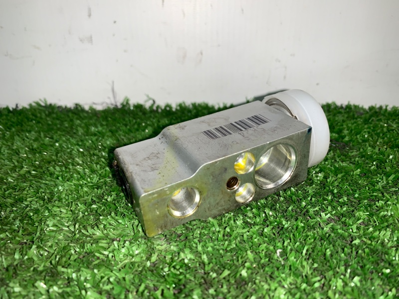 Клапан радиатора кондиционера Suzuki Escudo TDA4W J24B 2008 (б/у)