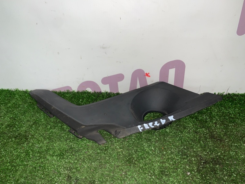 Уголок решетки под дворники Honda Freed GB3 L15A 2008 правый (б/у)