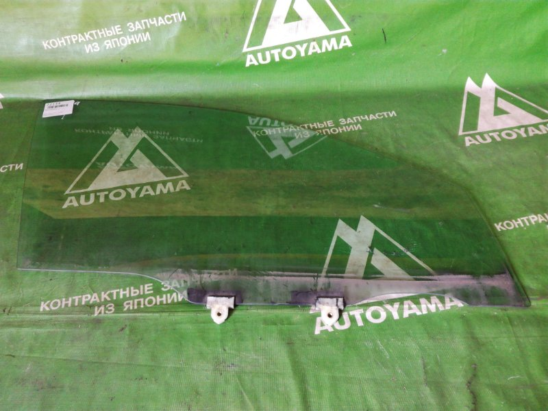 Стекло Toyota Caldina AT190 переднее правое (б/у)