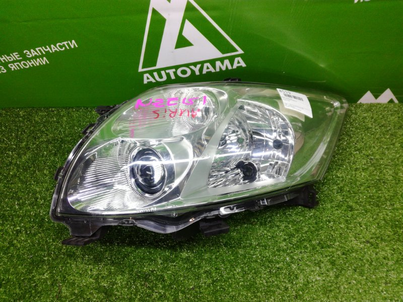Фара Toyota Auris NZE151 передняя левая (б/у)