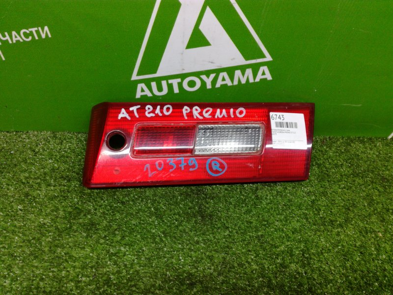 Вставка багажника Toyota Corona Premio ST210 правая (б/у)