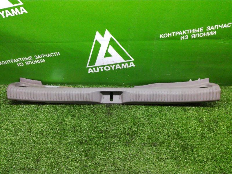 Накладка замка багажника Mazda Premacy CP8W (б/у)