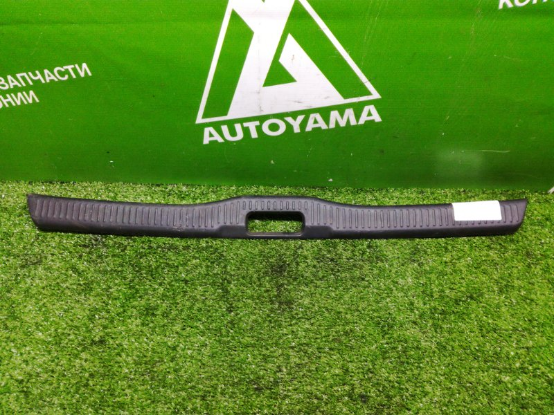 Накладка замка багажника Toyota Sprinter AE100 (б/у)