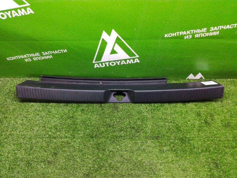 Накладка замка багажника Toyota Opa ACT10 (б/у)