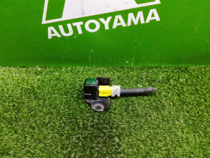 Датчик подушки безопасности Toyota Mark Ii GX110 1GFE передний правый (б/у)