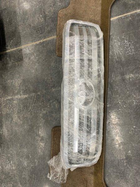 Решетка радиатора Toyota Land Cruiser 100 UZJ100 2UZ-FE 2002 передняя (б/у)